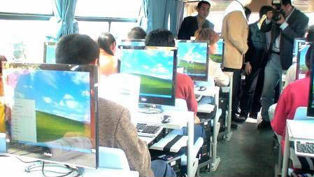 عکس طنز ، جوکسرا ، سرویس مدرسه در ایران و ژاپن ، joksara.blogsky.com