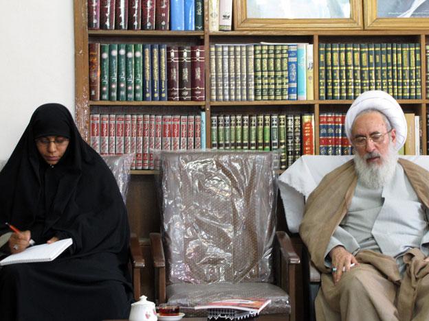امام جمعه تبریز در دیدار با اعضای ستاد بافت قالیچه صلح و دوستی