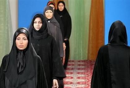 در ایران دختران چادری جایزه میگیرند