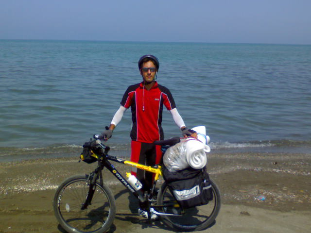 وحید کنار دریای خزر
