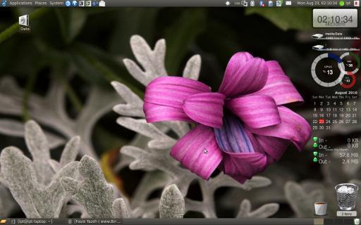 my ubuntu lucyd! صفحه دسکتاب خودمان میباشد!