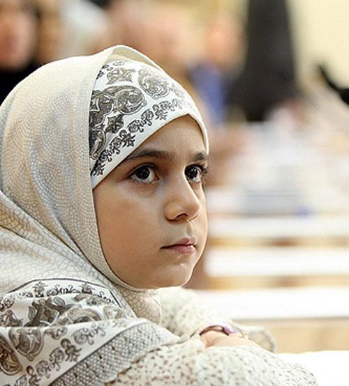 دختر کوچلوی با حجاب