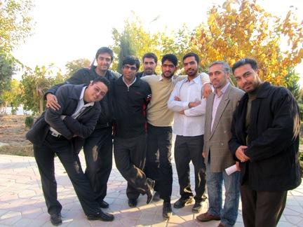 از راست:حسین فقهی- محمود وطن دوست-علیرضا محمدی-علی مرزه ئی- علی مومنی-روح اله جعفری- ابراهیم پرنده ای-هادی حداد خوزانی