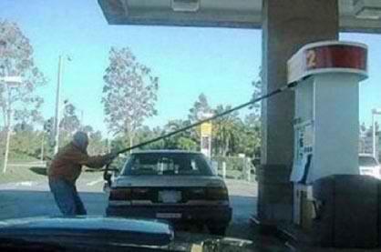 پمپ بنزین و مردم مختلف