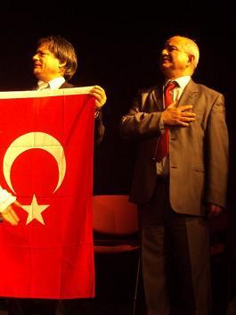 جوانشیر مترجم آثار پورپیرار به ترکی: مگر اینها خود پرچم و کشور ندارند؟