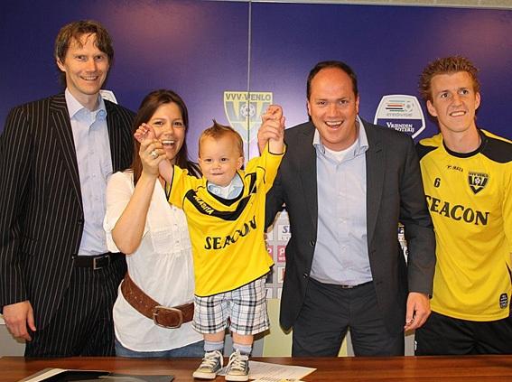 بستن قرارداد با فوتبالیست ۱۸ماهه +عکس
