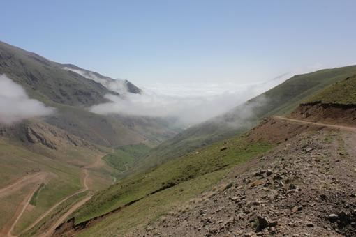دورنمای ناتر از میان ابرها
