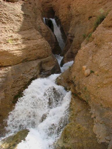 آبشار در مسیر