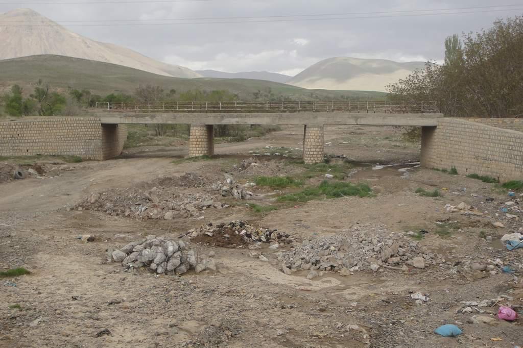 پل ارتباطي دو طرف روستا كرفس
