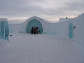 نمای بیرونی هتل یخی سوئد