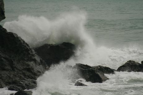 امواج و صخره ها