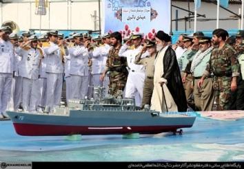 امام خامنه ای در پایگاه نیروی دریائی ارتش در بندرعباس