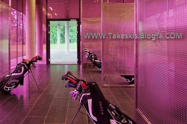 [تصویر:  miura_hotel_golf_bag_room.jpg]