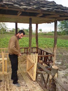 سازنده آلاچيق-فرهاد پورعبدالهي آزاد دهبنه