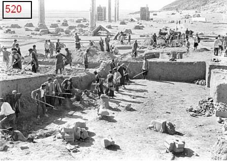 عکس تاریخی از خاک برداری تخت جمشید