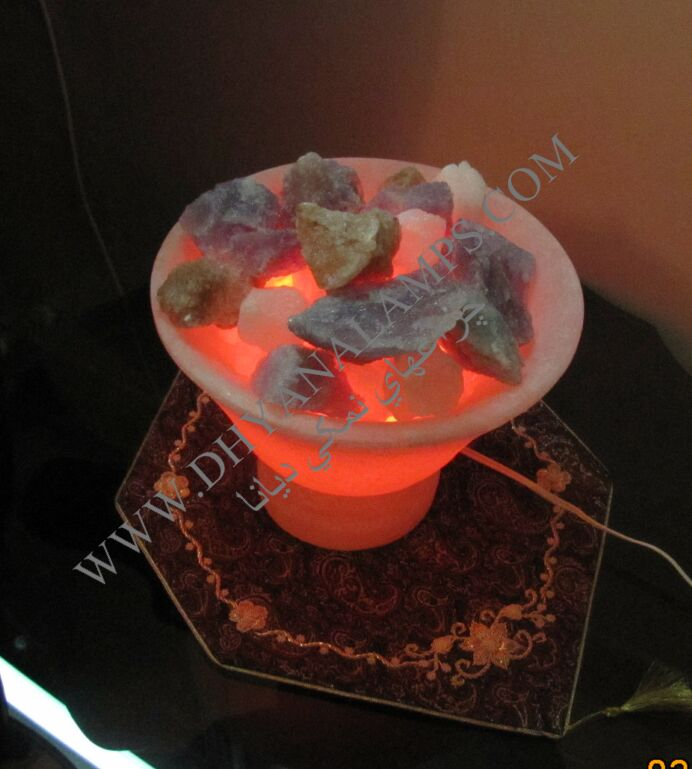 گلدان سنگ نمک با سنگهای رنگی
