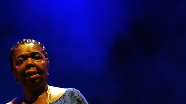 سزاریا اوورا، خواننده در سن ۷۰ سالگی درگذشت