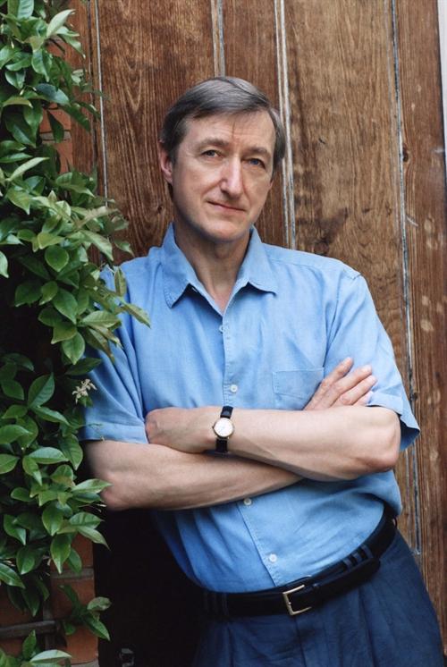 جولیان بارنز، برنده جایزه بوکر؛ لاتاری ادبی