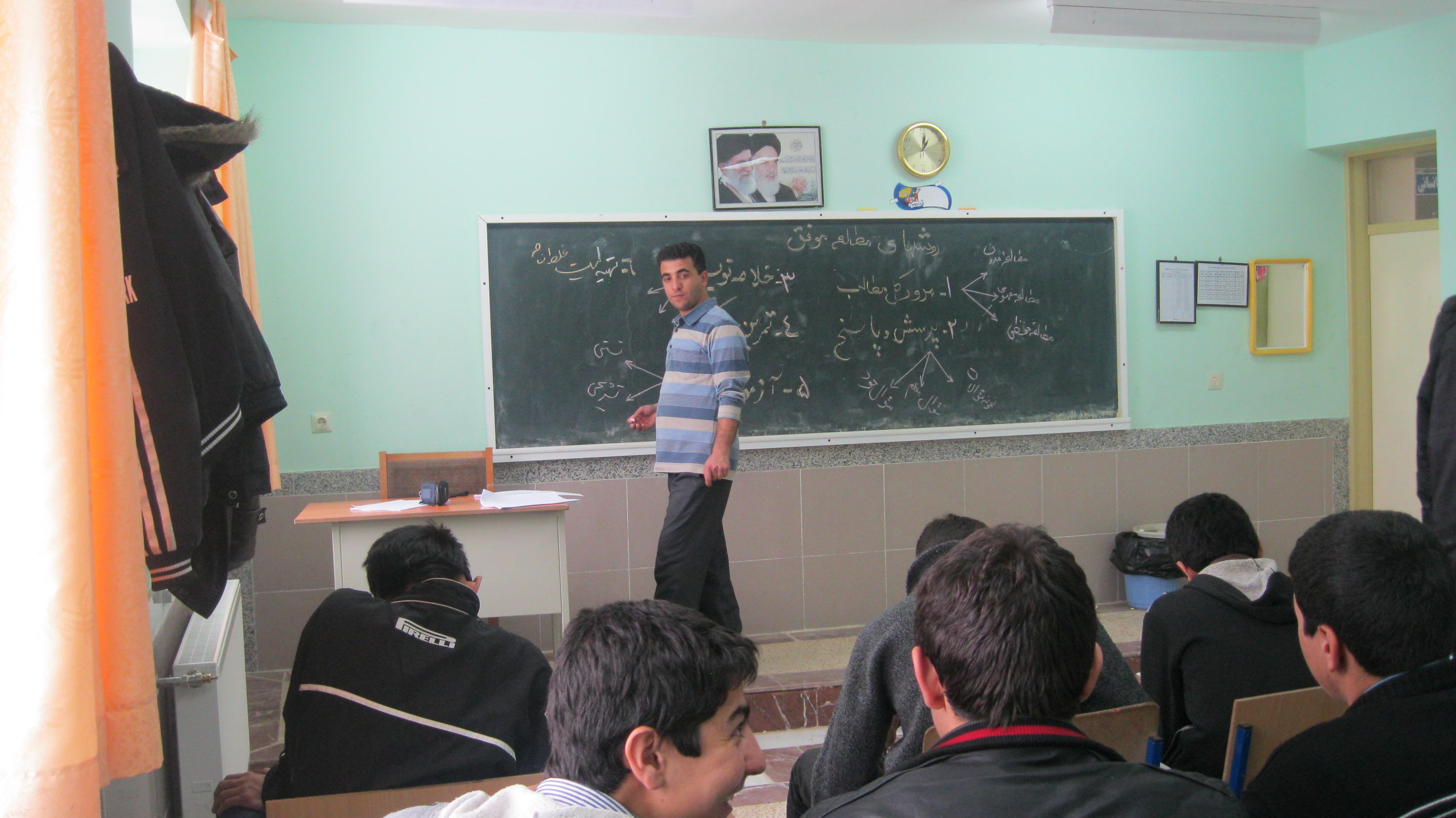 طرح توانمند سازی در دبیرستان طالقانی شهرستان نیر 90