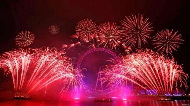 آغاز سال ۲۰۱۲ در لندن همراه با آتش بازی و نورافشانی