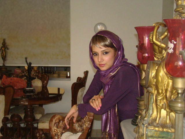 http://s1.picofile.com/file/7246915264/shabnam_farbehar03.jpg
