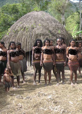 آیا مردان و زنان در این قبیله برهنه هستند