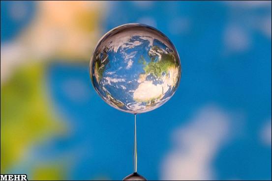 تصاویری تماشایی از جای گرفتن کره زمین در یک قطره آب! در هنگام چکیدن