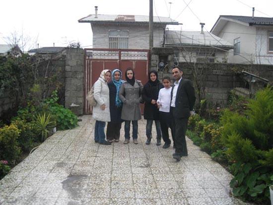 نوشته های جلال و عکسی در حیاط خانه ی آقا بلال!