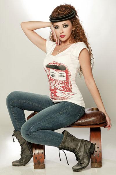 http://s1.picofile.com/file/7295895799/Myriam_Fares_Chou_Bheb.jpg