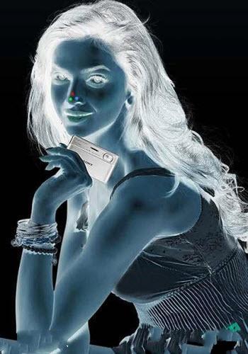 تصویر این خانم زیبا تبلیغ شرکت سونی ؟!