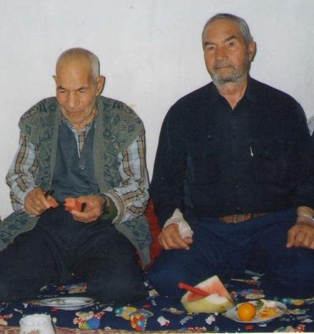 نشسته از راست جلیل صادقپور و اسمائیل شاهزاده رحیمی