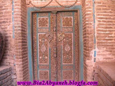 درب چوبی ورودی مسجد
