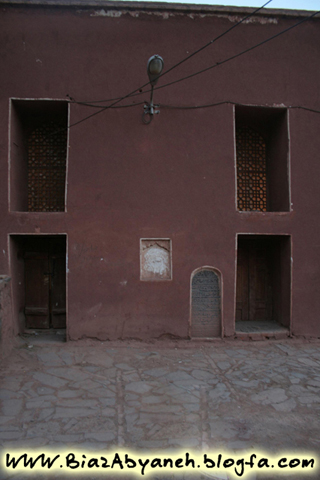 در ورودی مسجد