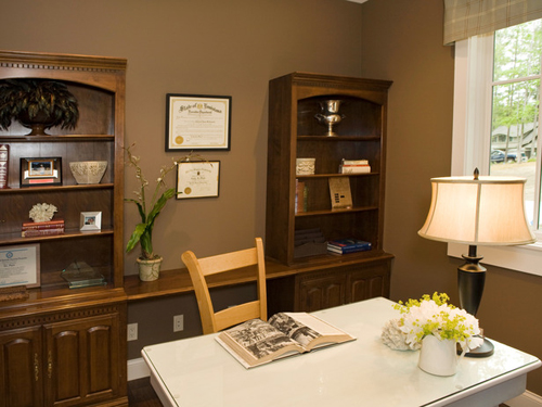 http://s1.picofile.com/file/7341992147/DP_Inman_brown_cottage_home_office_s4x3_lg.jpg