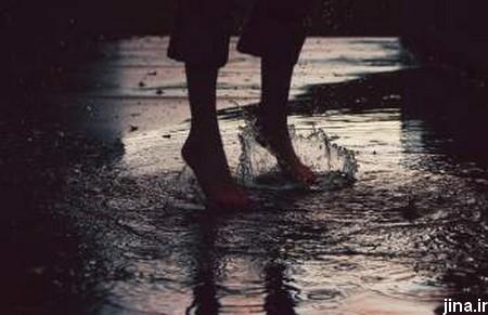 باران شدید و دختران تهرانی پا برهنه