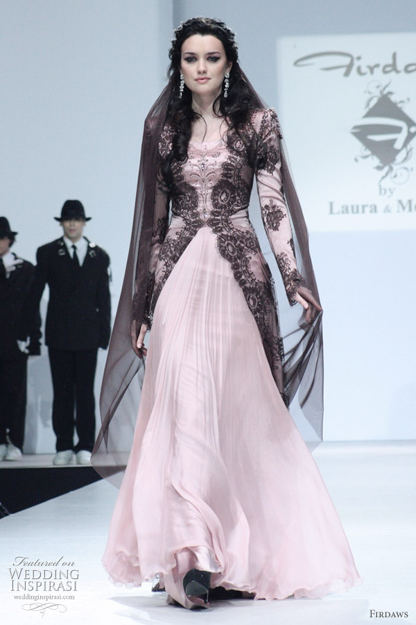 http://s1.picofile.com/file/7431115157/pink_kebaya_wedding_dress.jpg