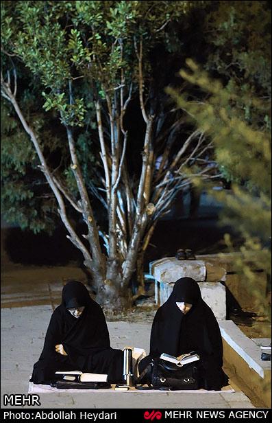 حضور زنان محجبه و با حجاب در مراسم شب های قدر