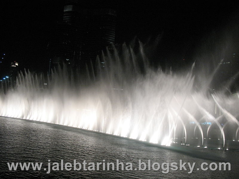 http://s1.picofile.com/file/7479588602/800px_Dubai_Fountain_10.jpg