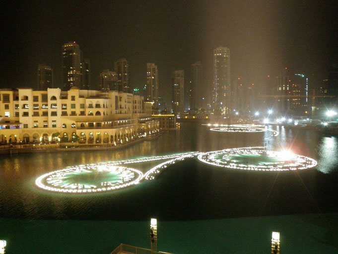 http://s1.picofile.com/file/7479590321/dubai_fountain11.jpg