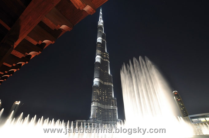 http://s1.picofile.com/file/7479591284/dubai_fountain18.jpg
