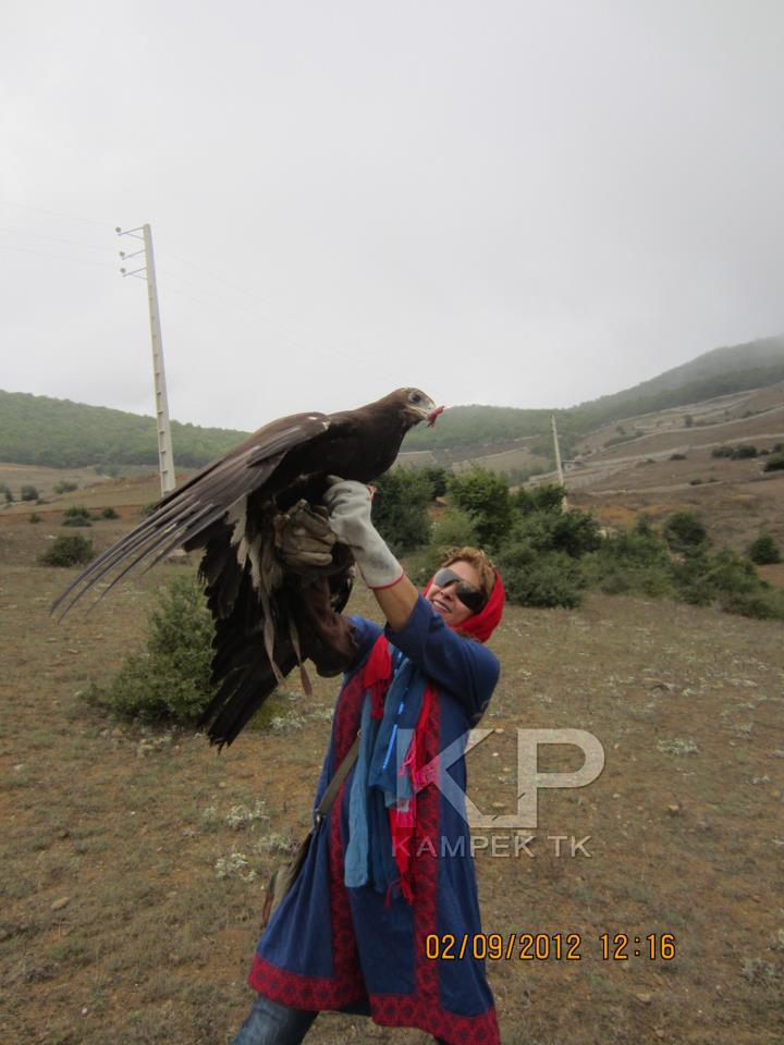 عکس لادن طباطبایی با پرندگان