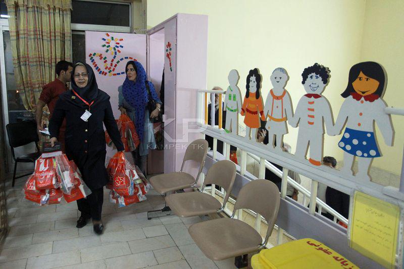تصاویر جدید لیلا بلوکات در کمک به کودکان سرطانی