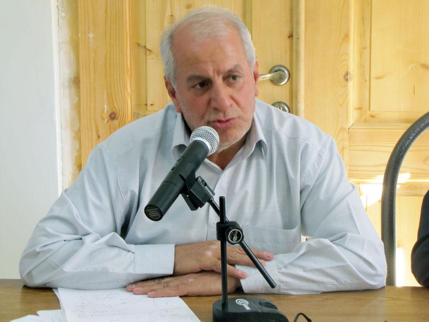 حاج محمدرضا رضائی حقوقدان و مسئول ستاد بشردوستانه حمایت از مناطق زلزله زده در  در نشست  بازسازی و حقوق اساسی زلزله زدگان در خانه ستارخان