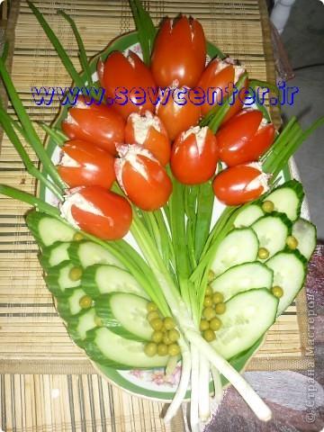 گل لاله با گوجه فرنگی