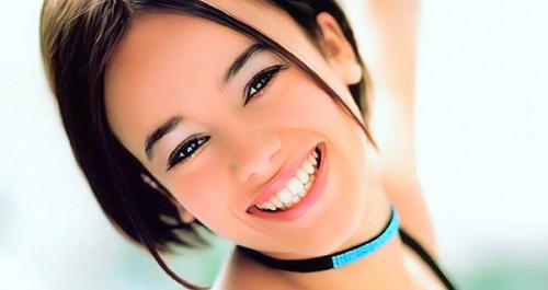 فواید لبخند زدن . چطور زیبا لبخند بزنیم ؟