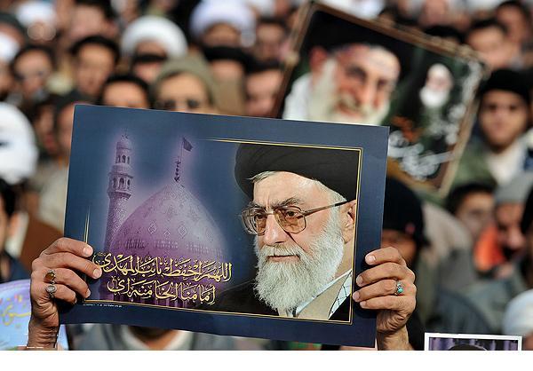 http://s1.picofile.com/file/7659917311/khameneii.png