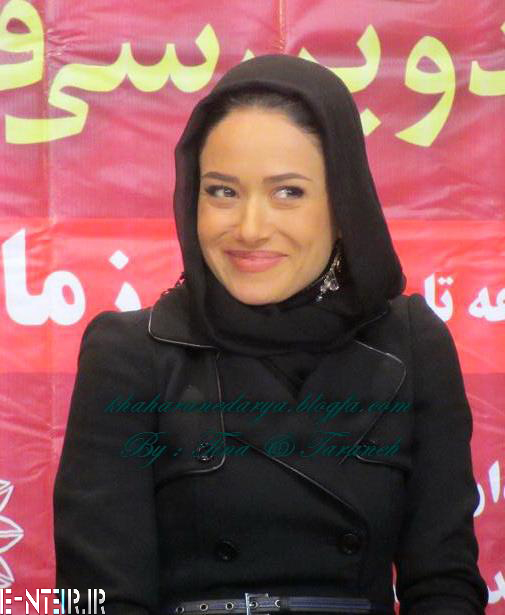 پریناز ایزدیار در نشست خبری سریال زمانه