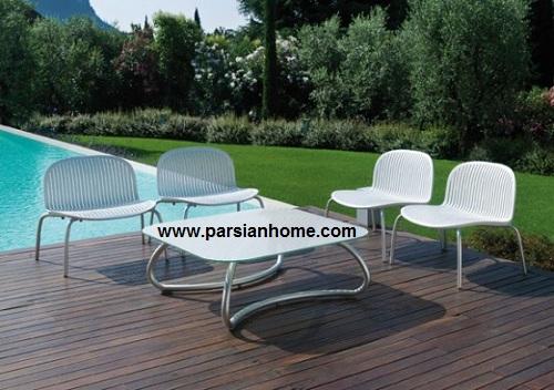 میز و صندلی های سفید رنگ