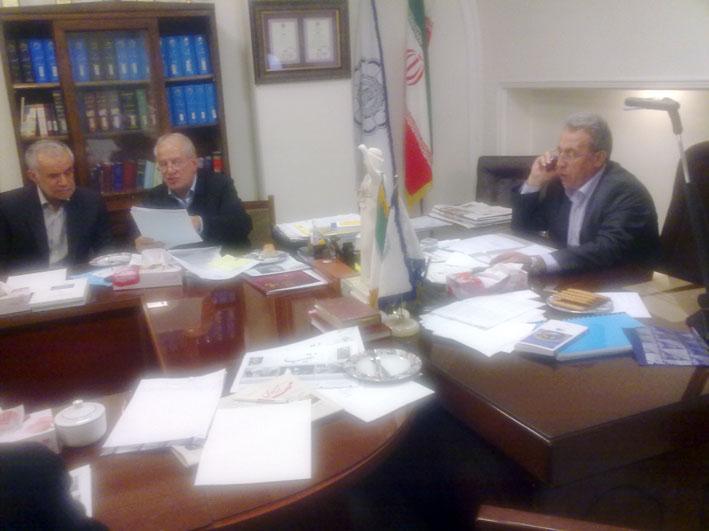 جلسه ستادبشردوستانه حمایت از آسیب دیدگان زلزله ارسباران دفترمنطقه 7 در محل کانون وکلای دادگستری استان