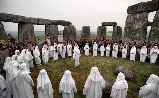 http://s1.picofile.com/file/7709411498/druids_stonehenge.jpg